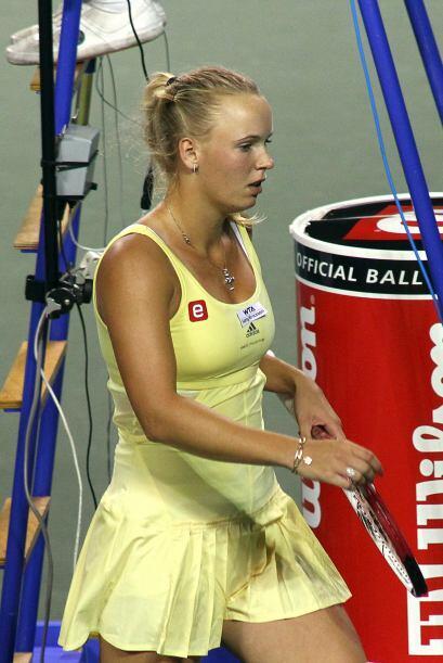 La danesa lució desconcertada tras su eliminación en tres sets.