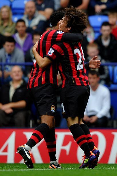 David Silva parece que finalmente se adaptó al fútbol inglés y lo sigue...