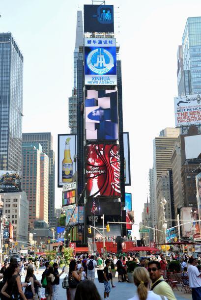 Times Square, corazón de La Gran Manzana, refleja año con...