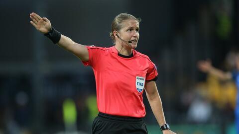 Mujer árbitro