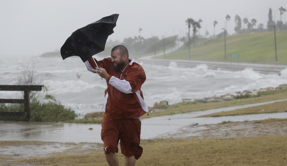 El viento y el oleaje aumentan en las costas de Corpus Christi. El ojo d...