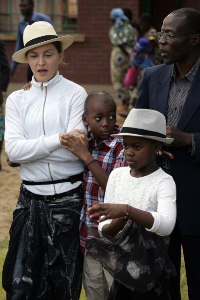 Madonna con David y Mercy.Mira aquí los videos más chismosos.