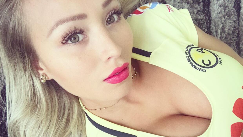La modelo afirmó que el futbolista no rendía en la cancha,...