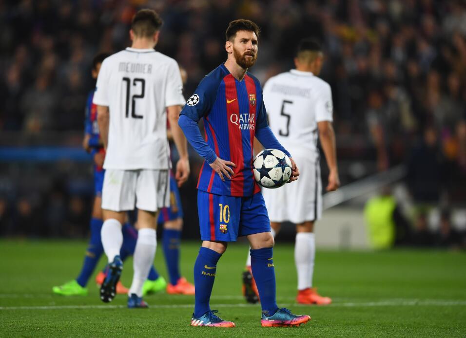 Messi y Suárez mantienen al Barcelona al acecho del Madrid GettyImages-6...