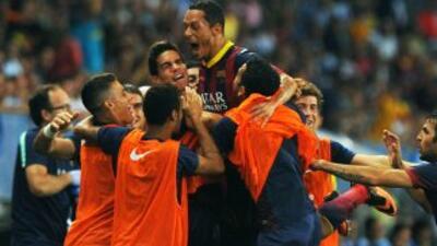 Antes de dejar el campo por molestias, Adriano adelantó al Barcelona con...