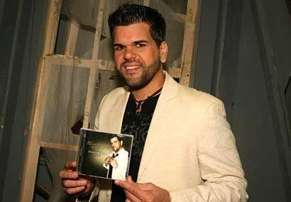 Y es que presentó su más reciente producción discográfica 'Estoy de pie'.