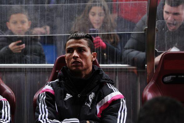 Cristiano Ronaldo no inició el encuentro y su rostro desde el banquillo...
