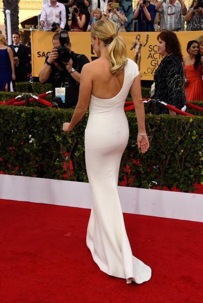El vestido de Reese por la retaguardia