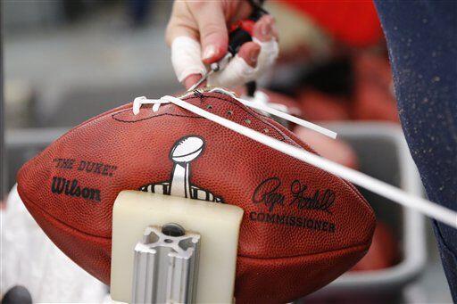 Ya que está lista la costura se corta la parte que quedó sobrando (AP-NFL).