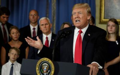 Trump sigue insistiendo en eliminar y reemplazar Obamacare.