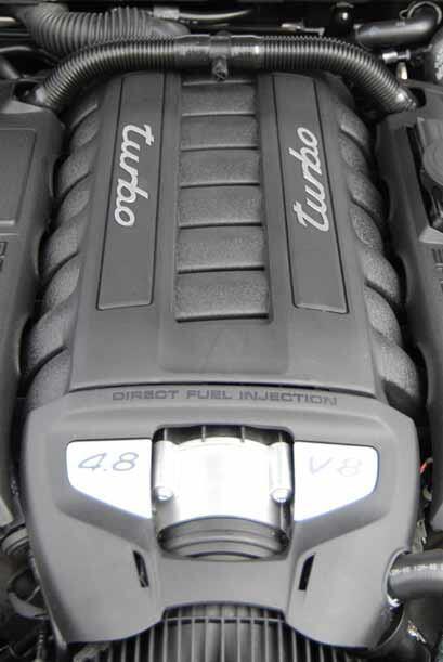 El motor base V8 de 4.8 litros produce 400 caballos de fuerza, mientras...