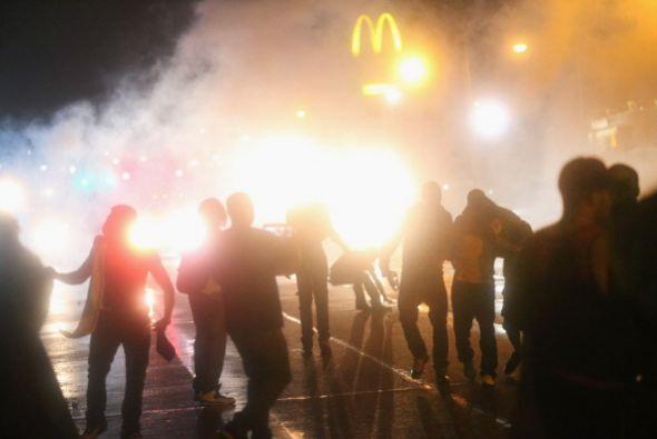 Aunque los disturbios habían amainado el jueves, resurgieron luego que l...