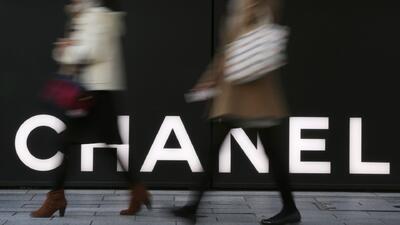Chanel anuncia que dejará de usar cuero de reptiles en sus productos