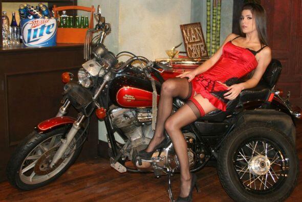 La razón es obvia, además de hermosas y sensuales su carisma derrite el...