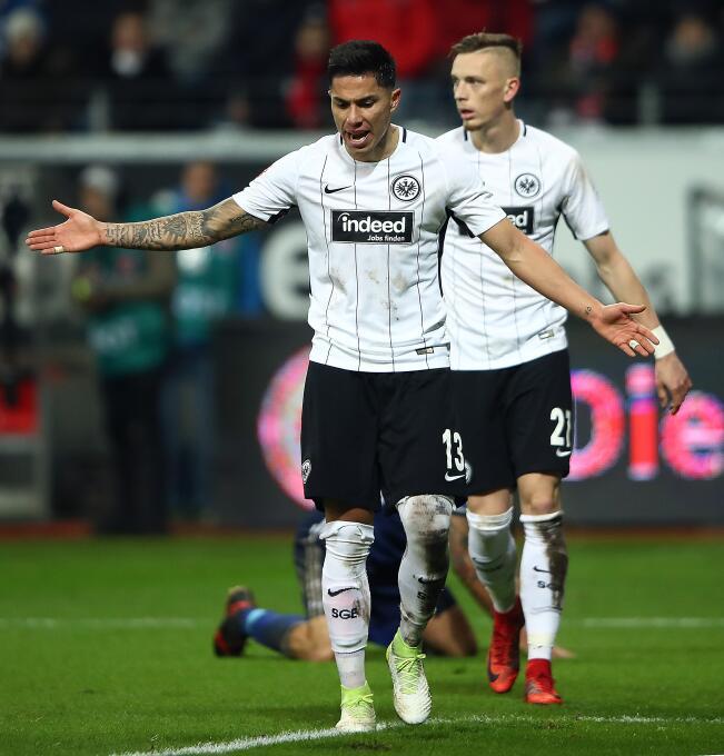 Eintracht Frankfurt [2]-2 Schalke 04: Carlos Salcedo sigue siendo titula...