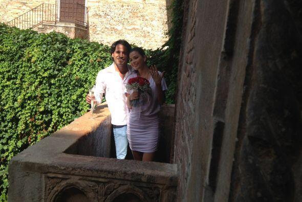 Ana Patricia lucía muy emocionada y feliz de estar junto al hombre de su...