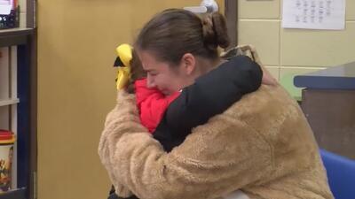 Madre militar sorprende a su hija en la escuela y otras tendencias en la red