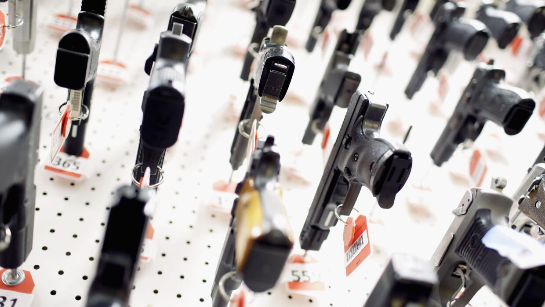 Polic as revendieron m s de 100 armas y algunas se for Oficina armas