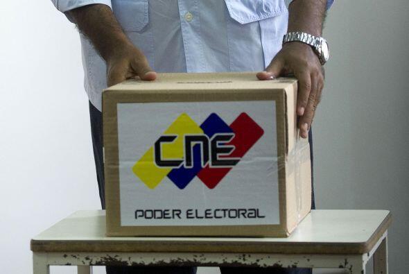 Maduro, designado candidato oficialista por Chávez antes de morir, añadi...