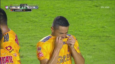 Falta de Juninho y Tigres se quedó con uno menos