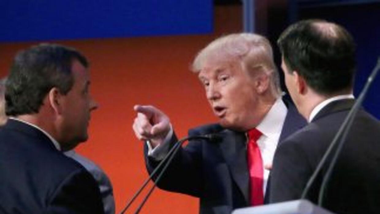 Los precandidatos presidenciales republicanos Chris Christie (gobernador...
