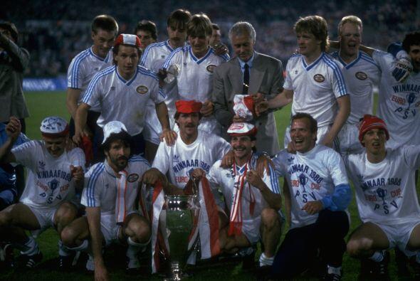 De los años difíciles de olvidar está 1988, cuando el PSV Eindhoven cons...