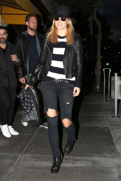 Su bolsota es de Chanel.