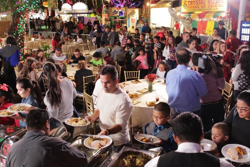 Las familias seleccionadas para participar de la Cena del 23 disfrutaron...