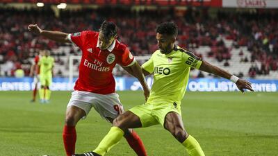 Con Jiménez en cancha, Benfica venció 2-0 al Aves y presiona al Porto por el liderato en Portugal