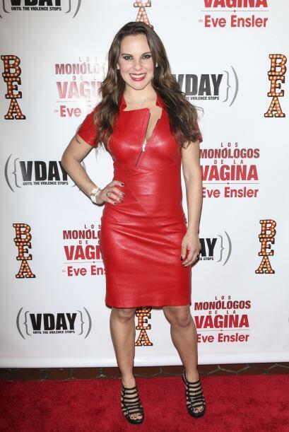 Por su parte, Kate del Castillo llegó despampanante con un vestido rojo...