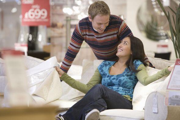 Elijan muebles que no pasen de moda. Lo ideal es que les sirvan muchos,...