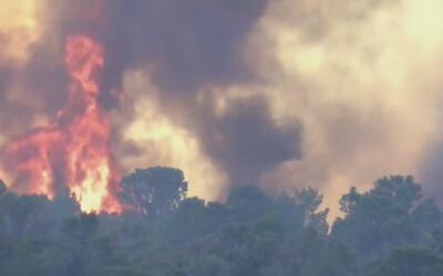 Condiciones del tiempo dificultan el control del incendio forestal en la...