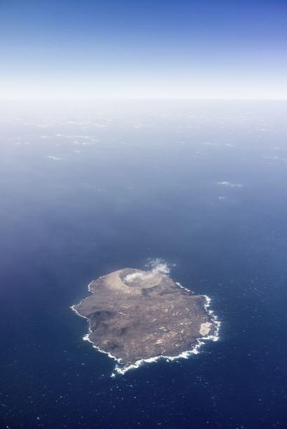 Pero pasando a cosas más agradables que podríamos comprar, la Isla de Sa...