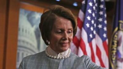 """Nancy Pelosi envió una carta a Boehner instándole """"soluciones bipartidis..."""