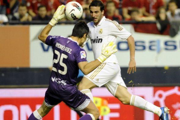 Ante la salida de Andrés Fernández intentó una vaselina que terminó en e...