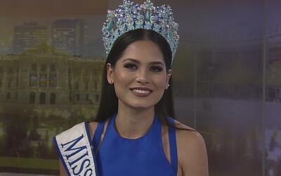 Andrea Meza presume su corona de Miss México en Arizona