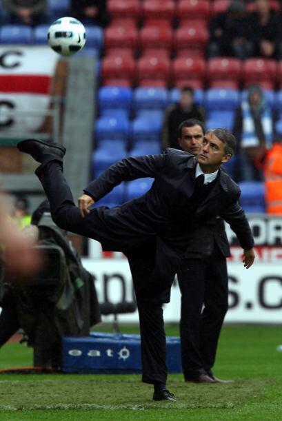 El técnico de los 'Citizens', Roberto Mancini, parecía buscar inspirar a...