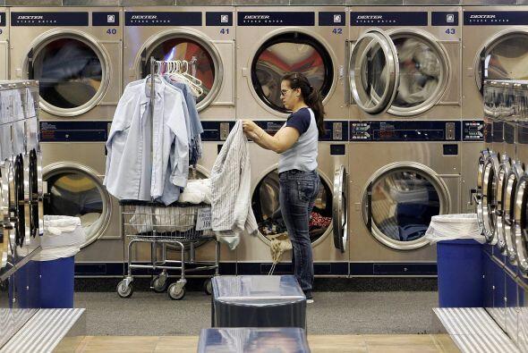 Otros servicios  % de latinos que la desarrollan- 18.0%.  ¿Qué activ...