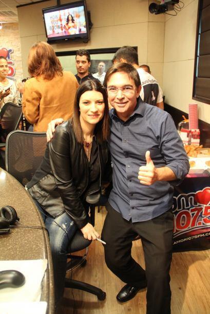 Laura Pausino nos visitó y aprovechó para cantarle Happy Birthday a nues...