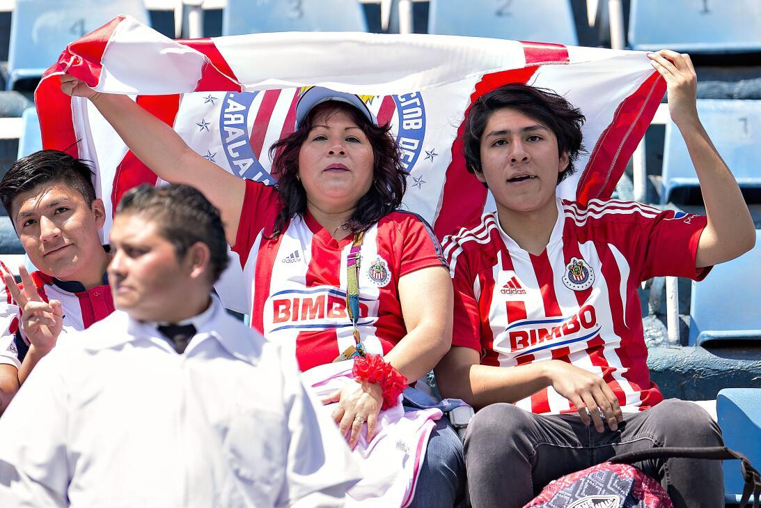 ¡Funcionó la Bruja! Cruz Azul venció 2-1 a Chivas 20170422_6146.jpg