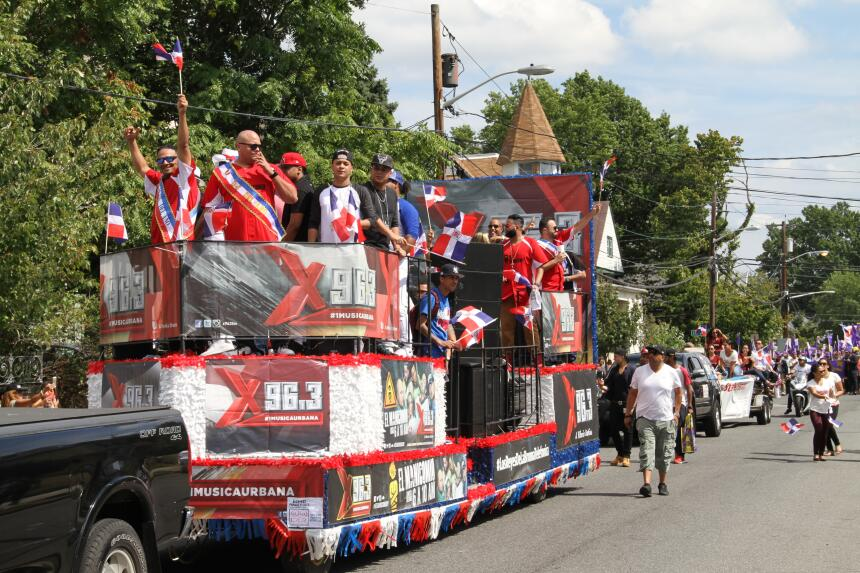 Celebra La X en el Desfile Dominicano en NJ IMG_1902.JPG