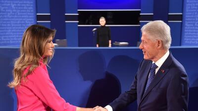 Cuando te toca salvar a tu marido político de sus escándalos sexuales