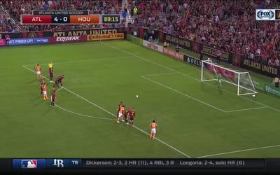 Desde los 11 pasos, el 'Cubo' Torres consiguió su noveno gol de la tempo...