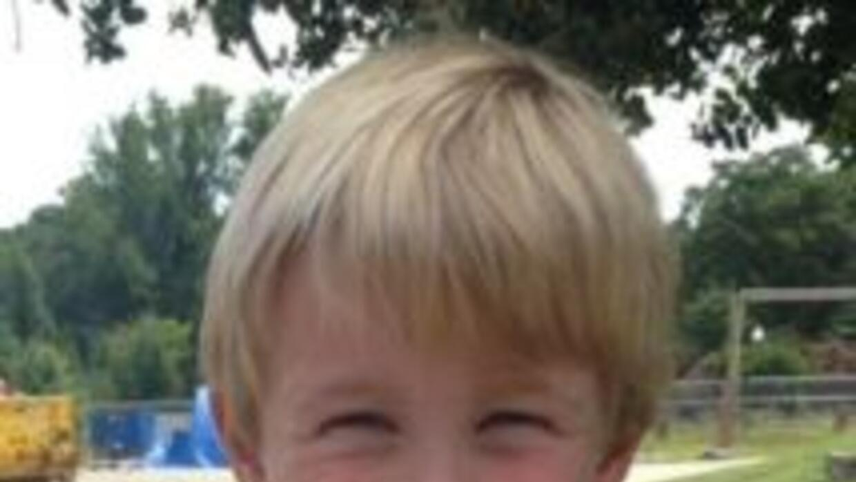 Así vestía Lewis Roberts, de 4 años, al ser expulsado del lugar. (Imagen...