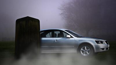 Hombre pide ser enterrado dentro de su carro