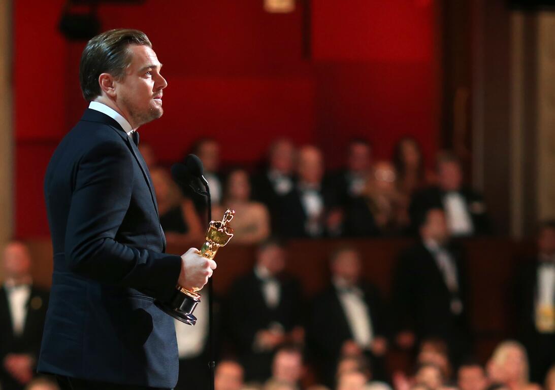 Entre ovaciones, un abrazo de la actriz Kate Winslet y un río de memes L...