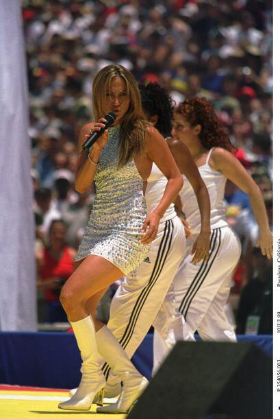 Pero, en 1999 agarró un micrófono y se subió al escenario.