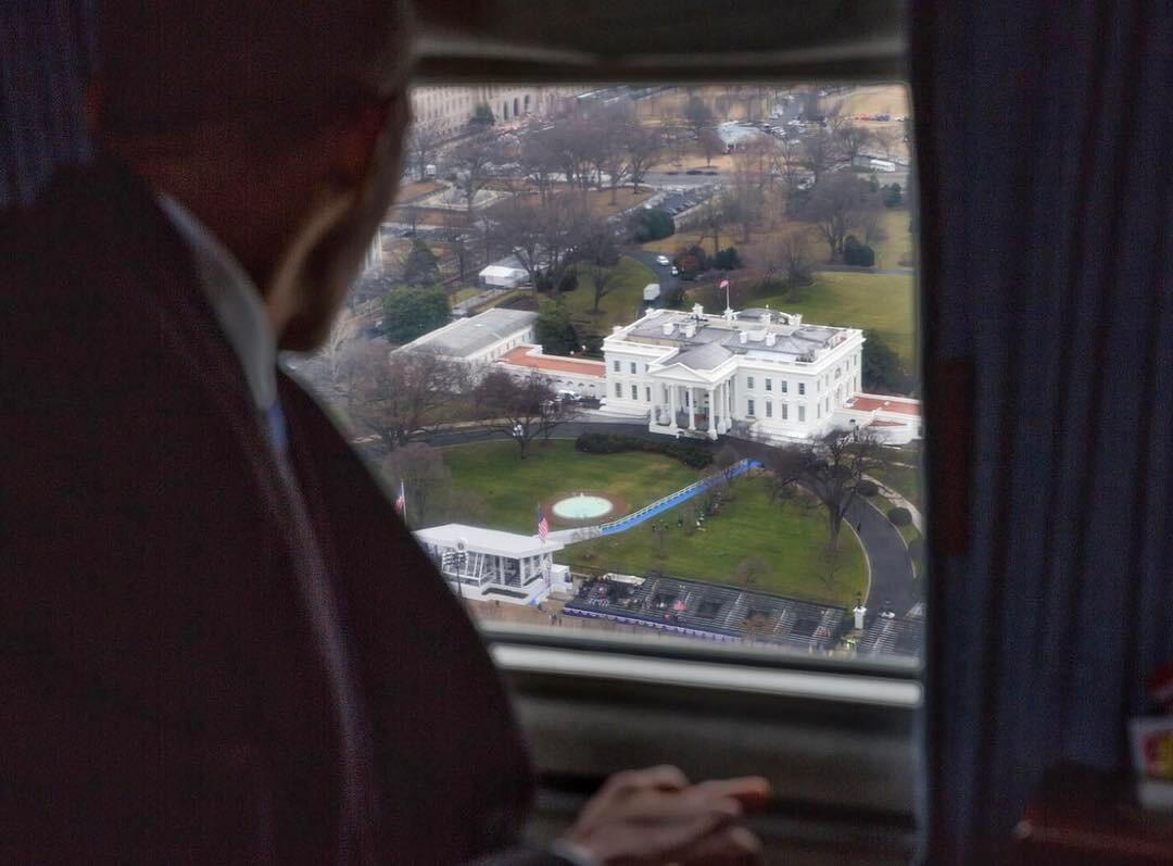 Barack Obama despidiéndose de la Casa Blanca