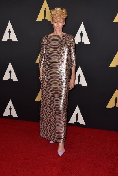 Tilda Swinton con un vestido muy llamativo.