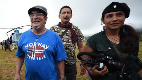 El líder de las FARC, Rodrigo Londono Echeverri (izquierda), más conocid...